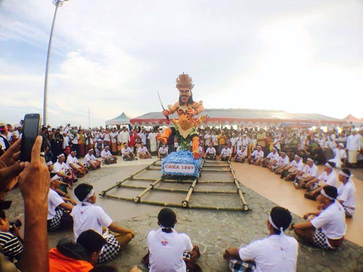 Umat Hindu Kota Makassar laksanakan Nyepi di Pantai Losari